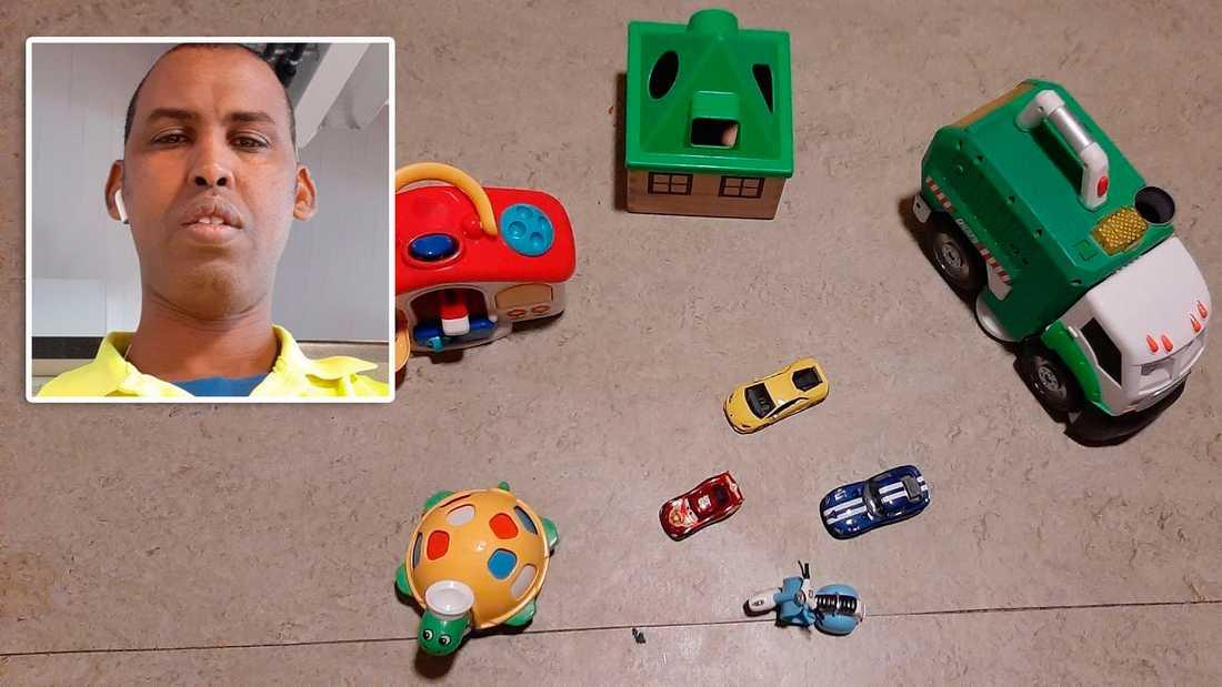 """Abdi Nur arbetar på återvinningsstation och samlar in leksaker där som samlas in och skänks till butiken """"Ta till vara"""". Därifrån har han i sin tur fått leksaker att ta med till Somalia"""