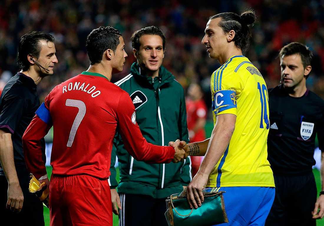 Ronaldo blev hjälte. Då ville inte Zlatan svara på frågor.