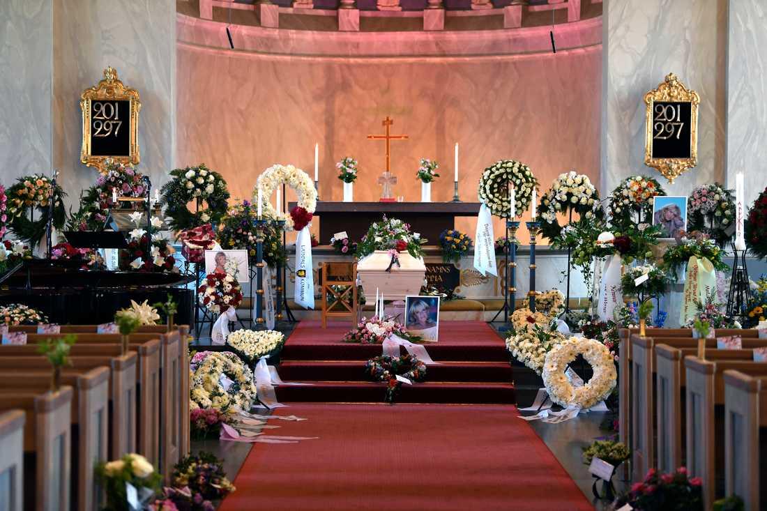 I dag måndag begravs Lill Babs Svensson i Järvsö kyrka.