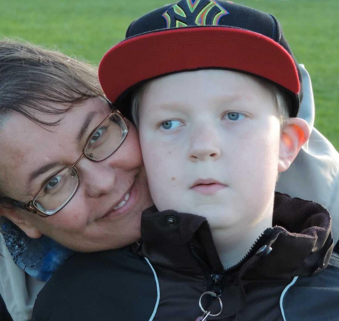 Jonathan med mamma Anna.