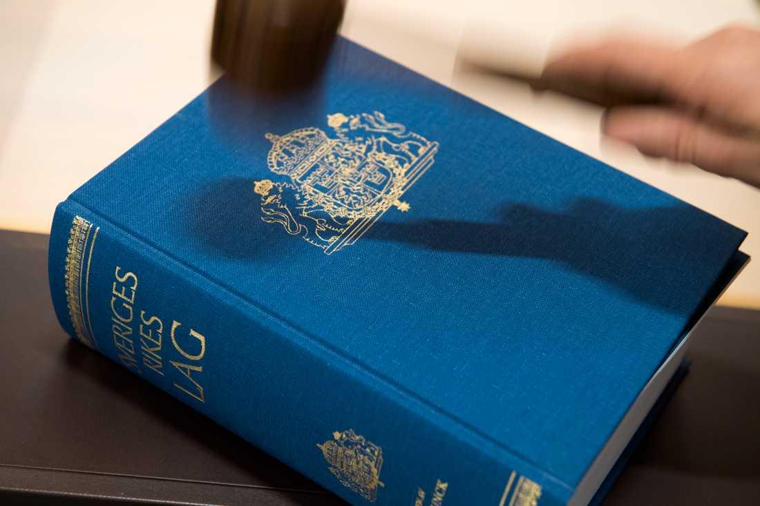 Två kvinnor döms vid Skaraborgs tingsrätt för obehörigt tillträde till skyddsobjekt och får böta 6300 kronor var. Arkivbild.