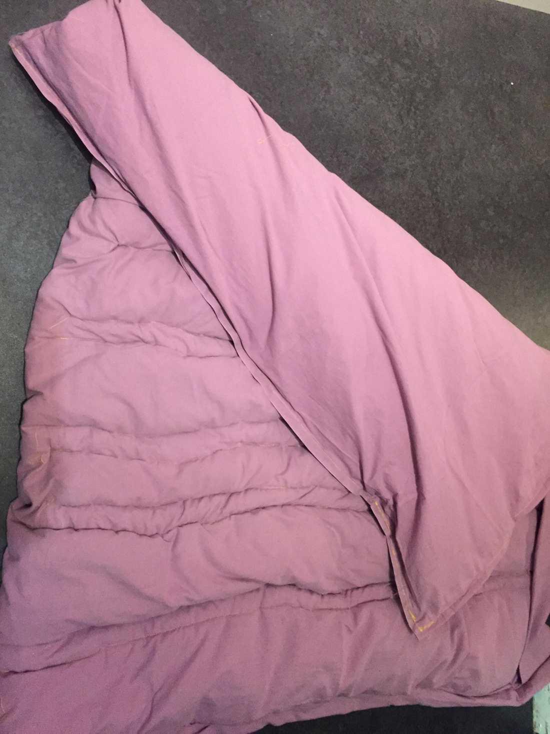 Malin Larsson sydde ett eget tyngdtäcke.