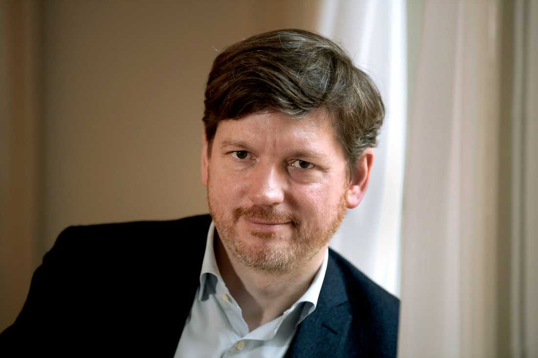 Centerpartiets arbetsmarknadspolitiske talesperson Martin Ådahl kritiserar Arbetsförmedlingens förslag att lägga ned 132 kontor, trots att C vill göra stora besparingar på förmedlingen. Arkivbild.