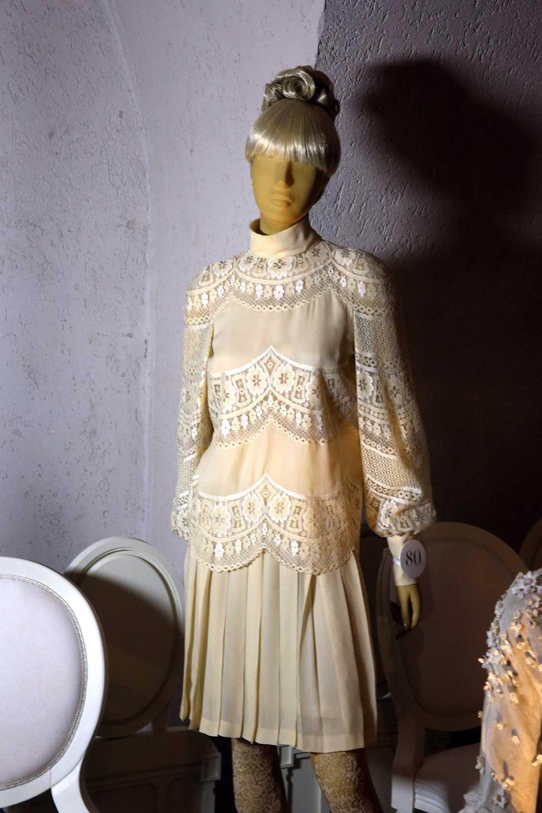 Jackie Onassis brudklänning visades upp på en utställning.