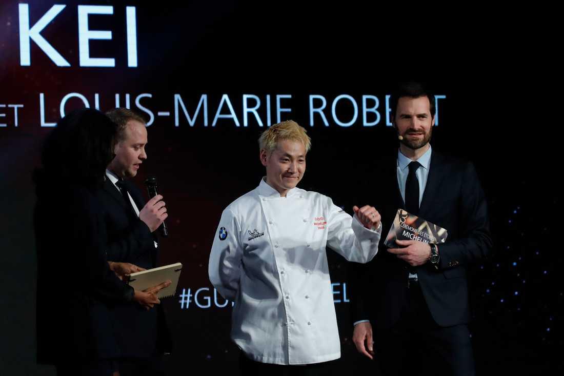 Kei Kobayashi har som förste japanske kock verksam i Frankrike belönats med tre Michelinstjärnor.