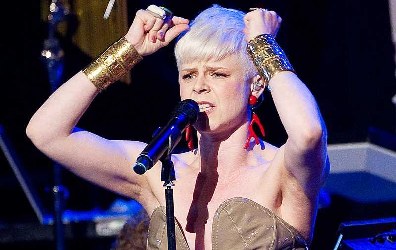 Årets bästa liveakt och årets artist, Robyn.