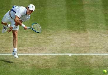 NU HAR DET VÄNT Thomas Johansson är klar för semifinal i Wimbledon - som första svensk sedan 1993. I januari i fjol var han skadad och hade inte spelat en tävlingsmatch sedan 2002.