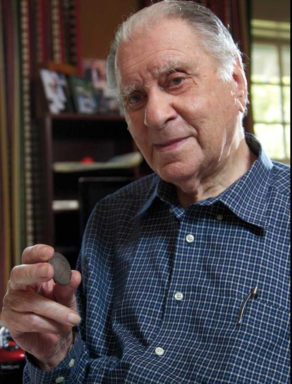 Eric P. Newmans samling på 1 800 mynt såldes för 23 miljoner dollar under auktionen.