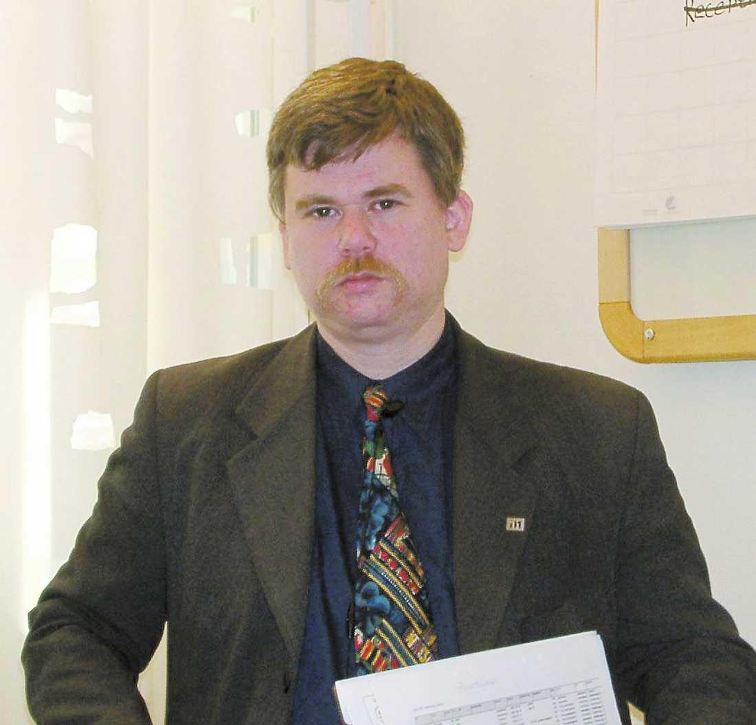 Avhopp 1 Carl Johan Backestierna, ordföranden för SD i Mark och Kind, hoppade i går av partiet.
