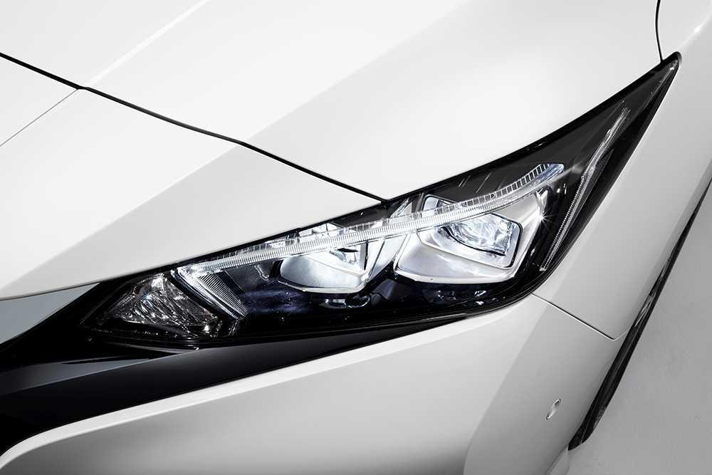 Utrustad med bland annat Bi-LED-strålkastare och LED-bakljus.
