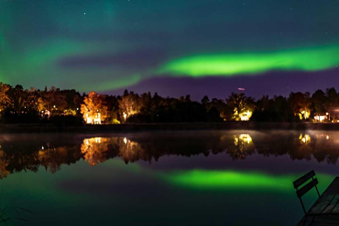 Aurora borealis över Danderyd, Ösbysjön. Fotograferat av Zoltan Kurhejja.