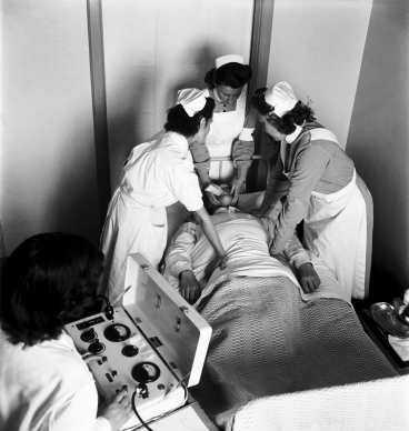 Elchocker var en vanlig behandlingsmetod - här på Beckomberga 1949.