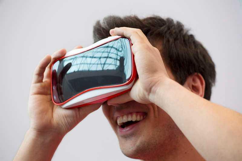 Nästa år släpper Facebook, Sony och HTC sina första virtual reality-displayer. Tekniken ger användaren en hisnande känsla av att vara på plats.
