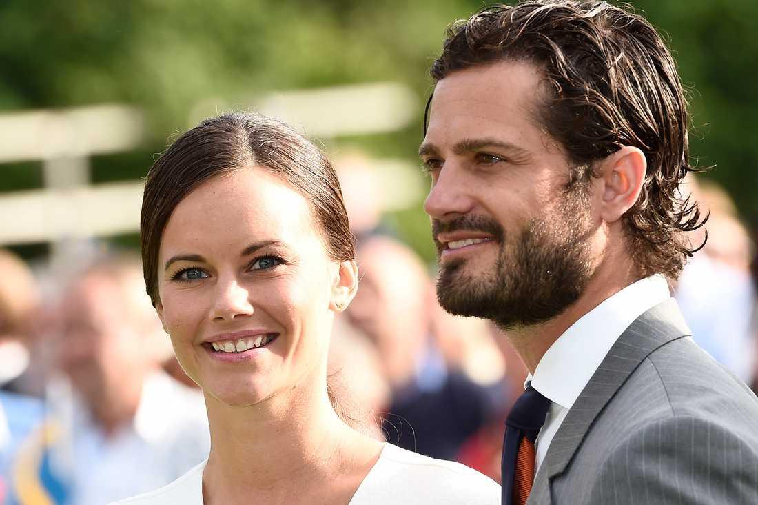 """""""Det är på grund av Sofia som beslutet är fattat. Hon vill inte att Emma ska vara där"""", säger hovkällan."""