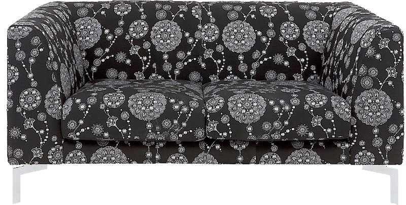 """Ett sobert mönstrat tyg ger den enkla soffan ett mer exklusivt intryck, """"Velardi"""", Ilva, 2499 kr."""