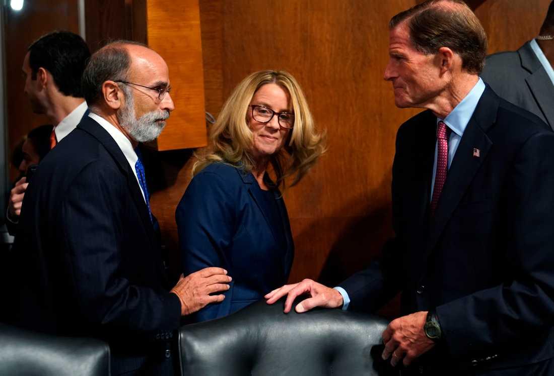 Christine Blasey Ford anländer till senaten för att vittna.