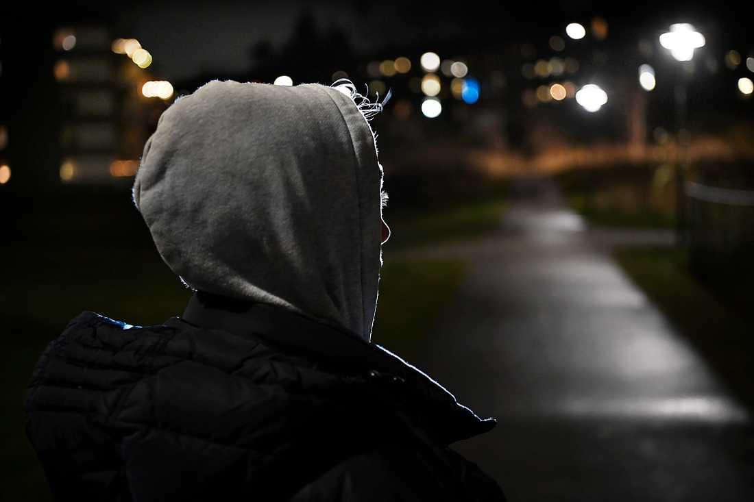 Liam blev attackerad av  två yngre rånare – som också kissade på honom medan de filmade.