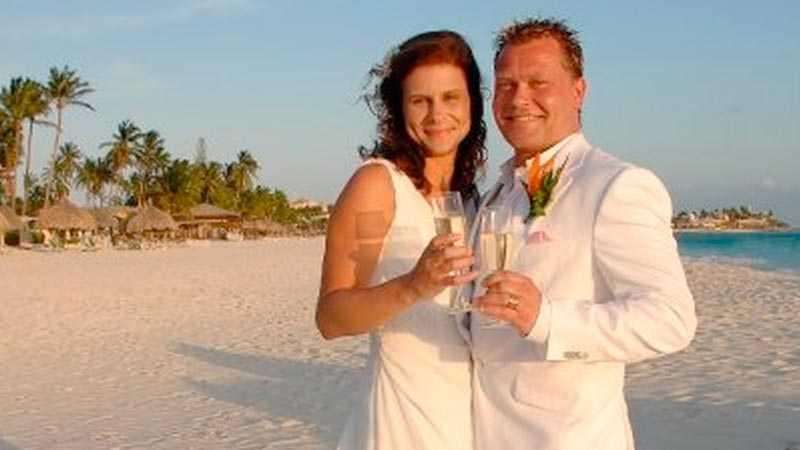 Thérese d'Ailly Karnstedt och Johnny Karnstedt på stranden på Aruba.