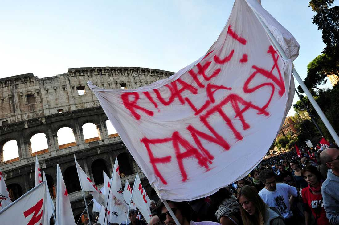Protesterna i rom urartatade i våldsamma kravaller med bilbränder och butiksvandalisering.
