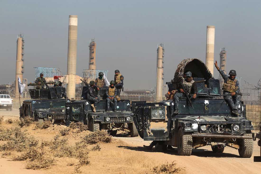 Irakiska styrkor anländer utanför Kirkuk.