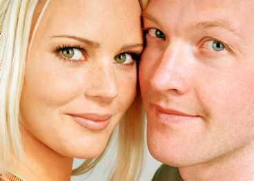 Paret meddelade sin skilsmässa för en tid sedan. Men nu är Magdalena och Magnus på en två veckor lång semester i Karibien för att hitta tillbaka till varandra igen.