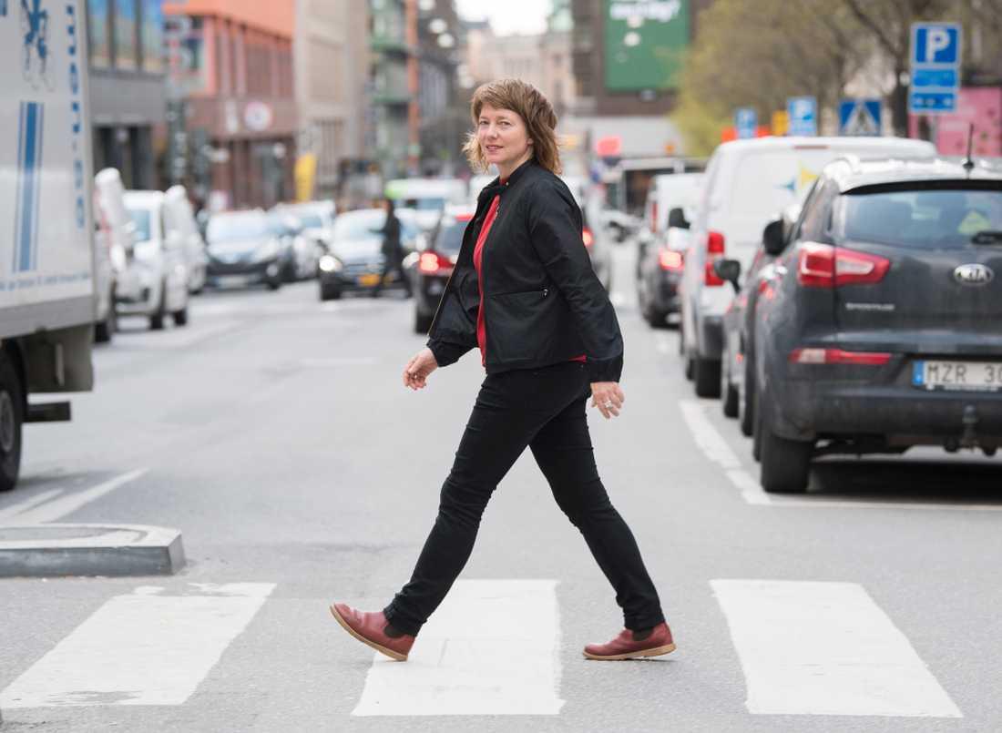 Malin Björk, kandidat för Vänsterpartiet till det stundande EU-valet. Här fotograferad i centrala Stockholm.