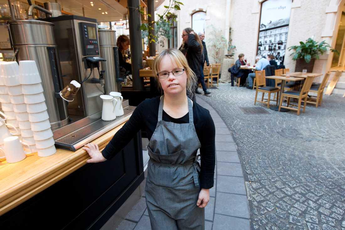 Caroline jobbar på Restaurang Innergården 1891.