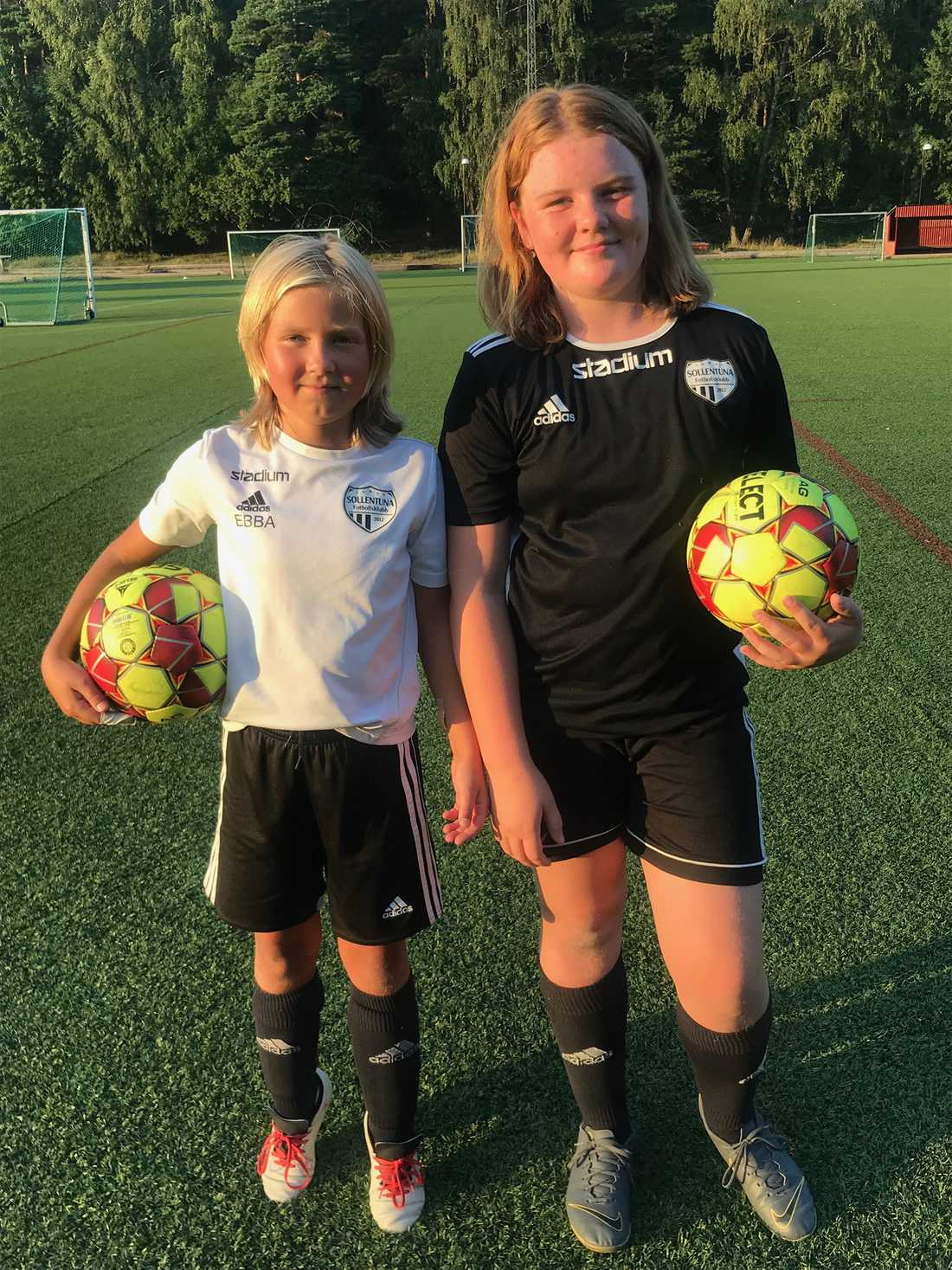 Ebba Levin och Molly Liljestrand lärde känna varandra genom fotbollen.