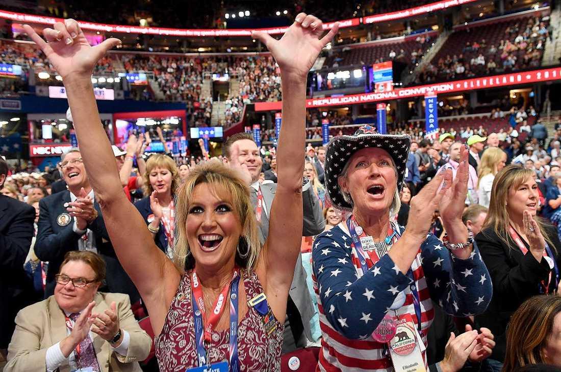 Republikanernas konvent fick en intensiv start med mycket protester. Men Trump hade också ett starkt stöd. Publiken inne i arenan skanderade att de ville ha honom som president.