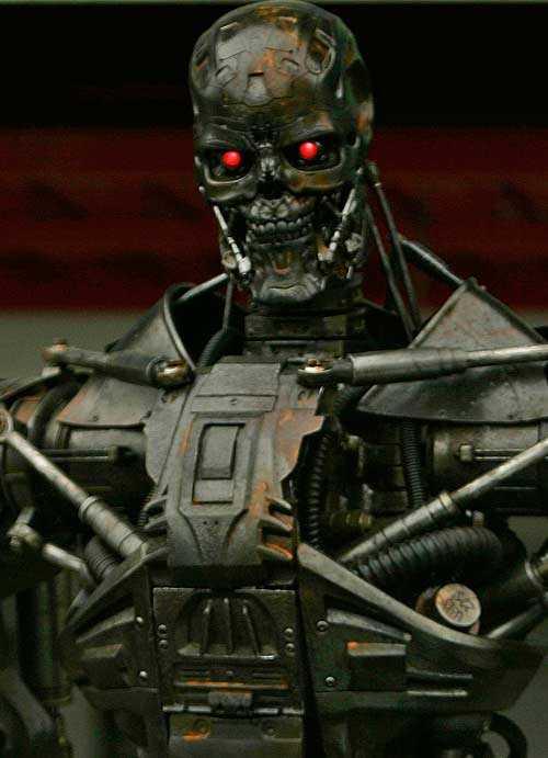 Enligt superfysikern finns det en risk att tekniken snabbt börjar utveckla sig självt och tar över, ett scenario som förutspås i Terminator-filmerna.