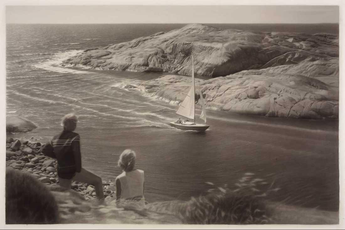 """Nostalgitripp. """"Den sista ön/The Last Island"""", 2012, är målad med tusch på papper av Gunnel Wåhlstrand."""
