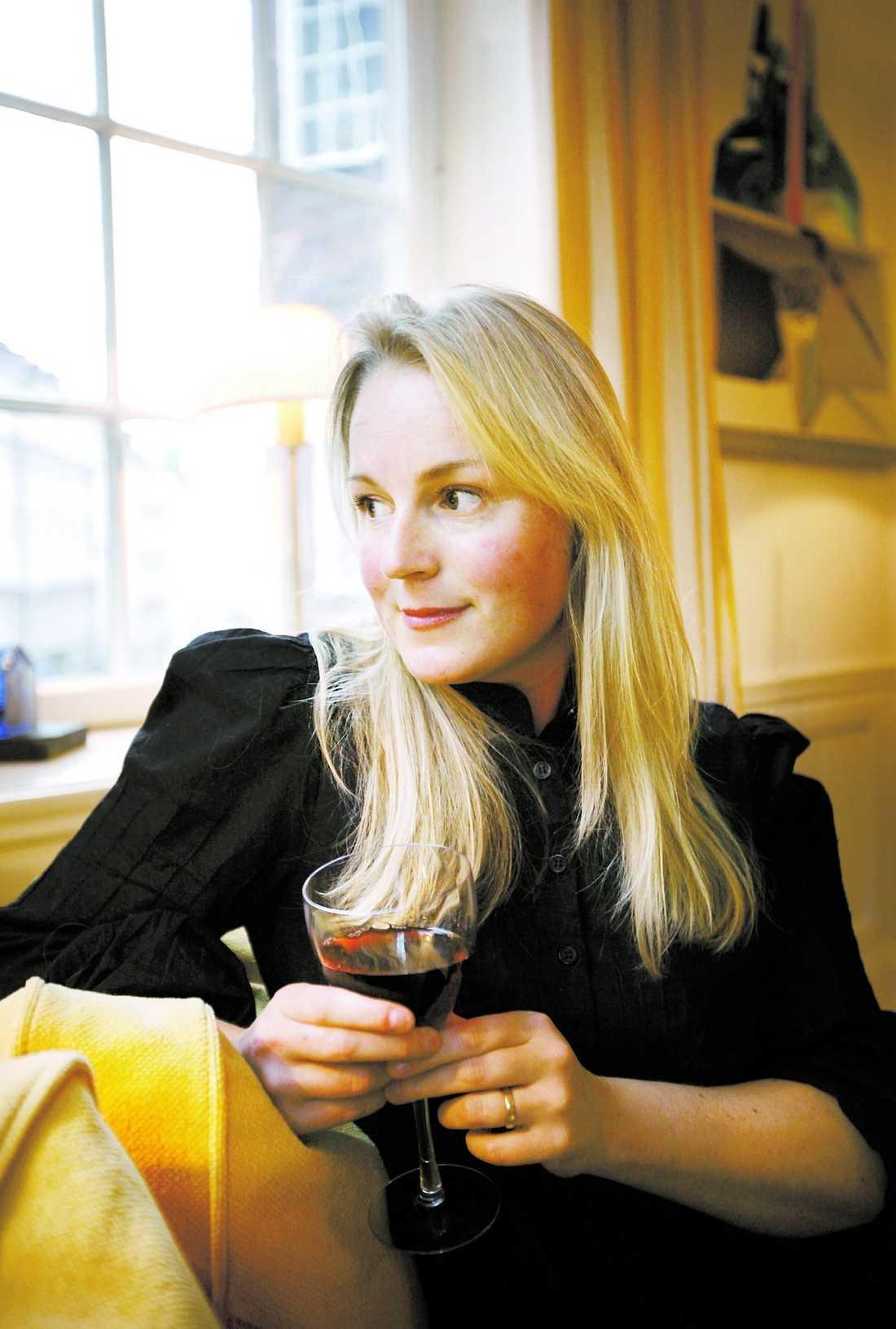 Testade Ulrika Melin brukar bli tung i huvudet av rödvin. Dessutom blir hennes hud iika röd som drycken. Något hon inte märkte av med det australienska vinet.