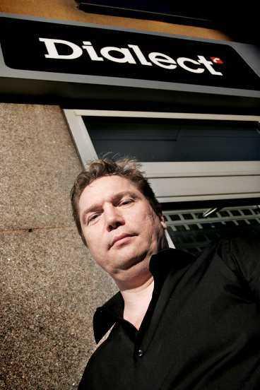 """""""allt för kunden"""" Mikael Ljungmans butik slopade fraktkostnaden - därmed är kameran lika billig på nätet som i butik."""