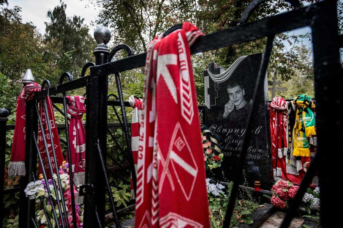 En dryg mil från Moska ligger Jegor Sviridov, en martyr för den ryska fotbollens nationalistiska falang, begraven.