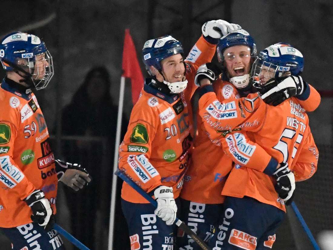 Oskar Westh (längst till höger).
