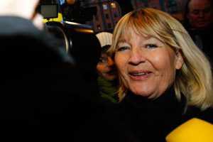 Anländer till mötet Marita Ulvskog.
