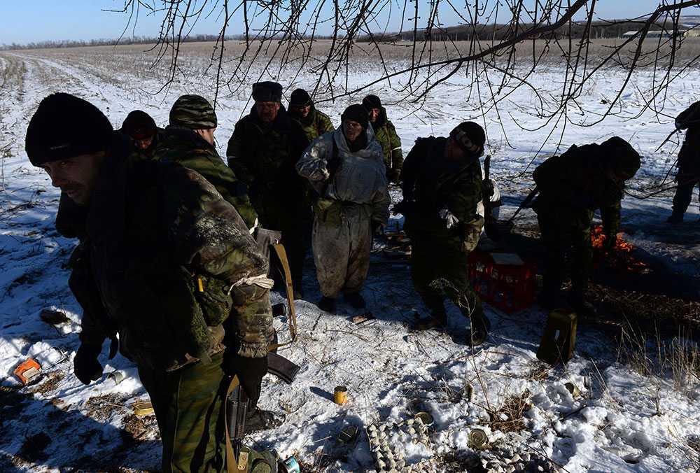 Proryska rebeller utanför staden Debaltseve i östra Ukraina.