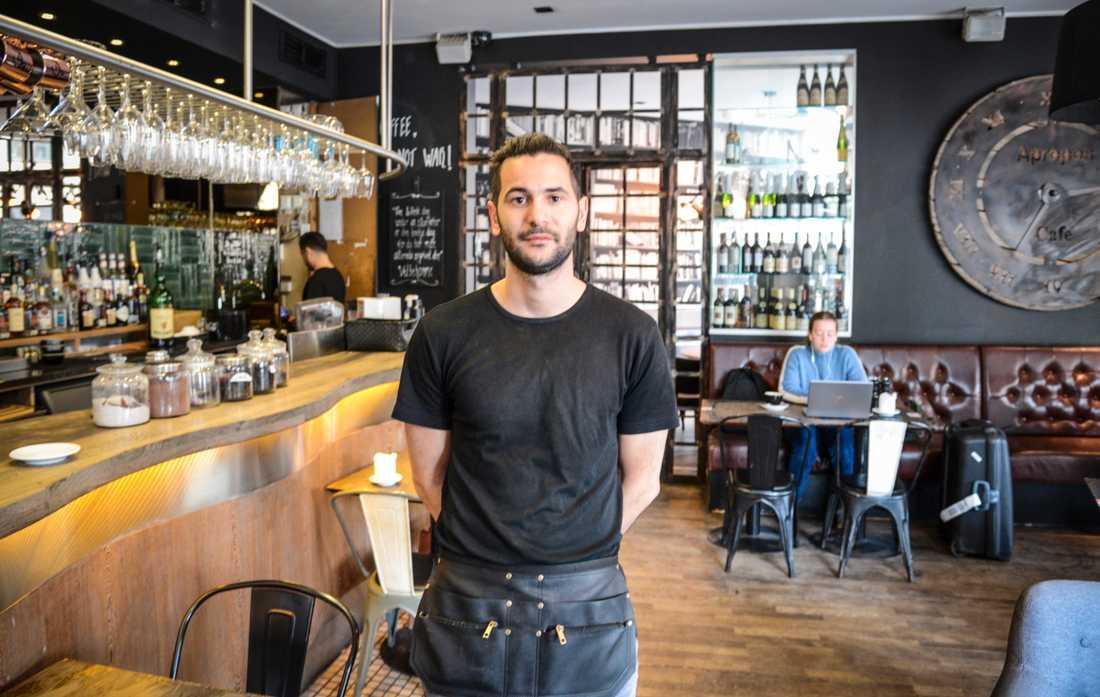 Restaurang Apropos några hundra meter från Hovedbanegården har varit stängd i två månader. Nu befarar Muhammed Unalan att det inte blir så många gäster.