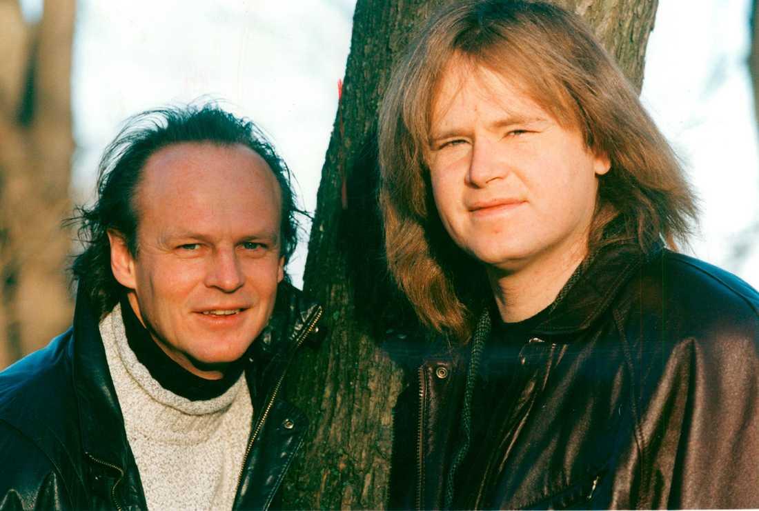 """De första åren efter Ted Gärdestads självmord var tuffa för brodern Kenneth, men 19 år senare är minnena ljusa och klara. """"Jag älskade verkligen min bror"""", säger Kenneth. Här syns han och Ted 1994."""