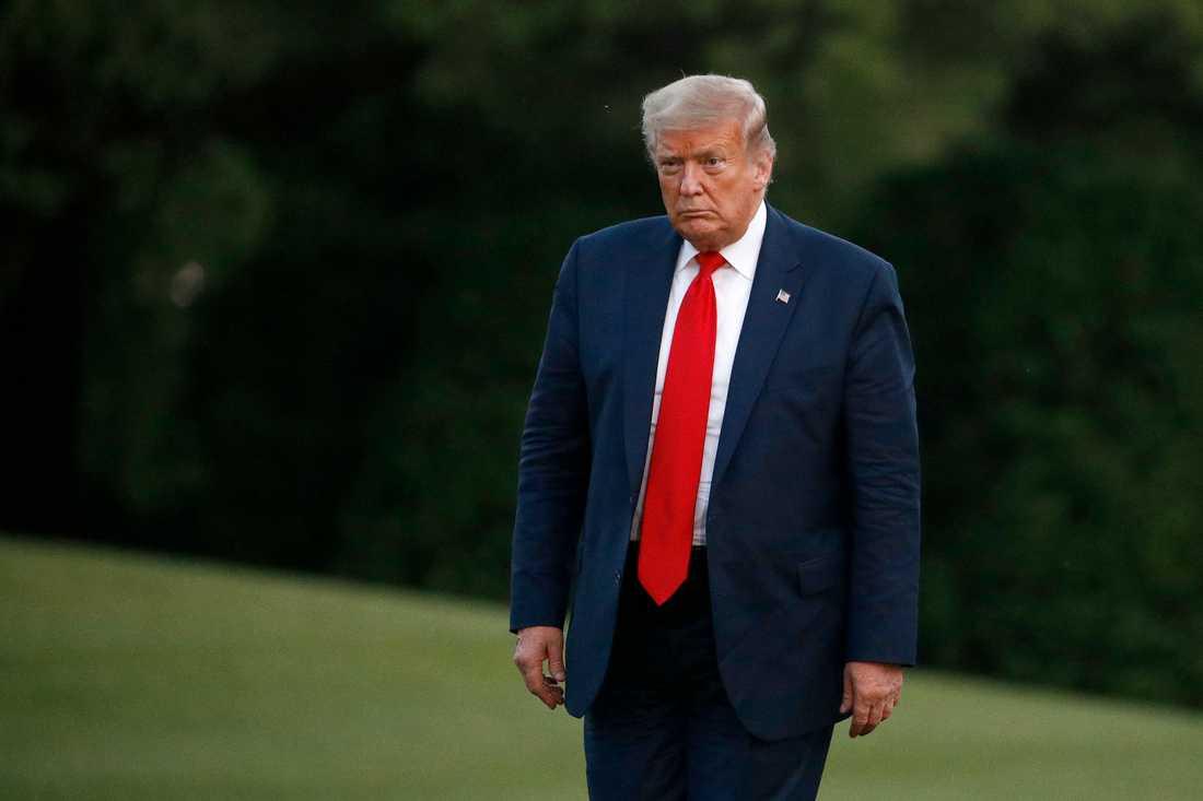 President Donald Trump har talat om krisen i USA med flera guvernörer. Arkivbild.
