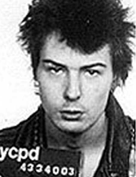 Sex Pistols-basisten Sid Vicious anklagades 1978 för att ha mördat sin flickvän Nancy Spungen sedan hon hittats knivhuggen till döds i deras hotellrum i New York. Sid friades från misstankarna och dog året därpå av en heroinöverdos.
