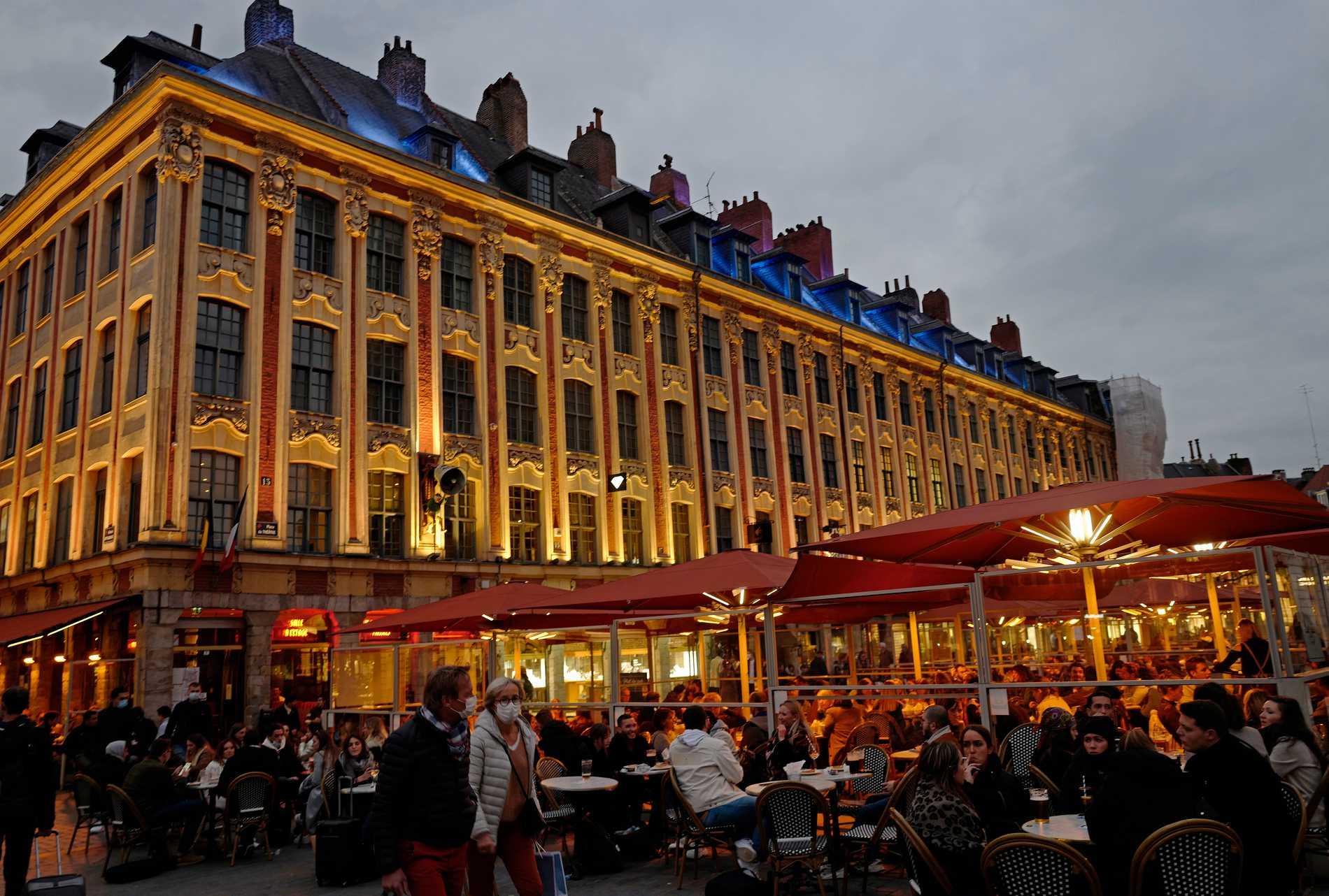 Uteservering i Lille i Frankrike. Arkivbild.