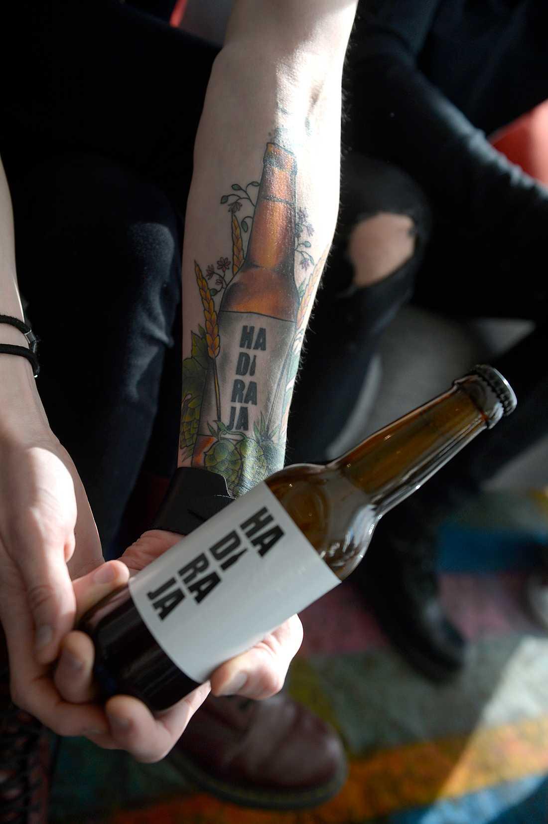 """Erik Grönwalls öl """"Hadiraja"""" har fått sitt namn från Dynamit-Harrys försök till ölbeställning i """"Jönssonligan"""". """"Jag tyckte det var ett så roligt namn"""", säger Erik Grönwall."""