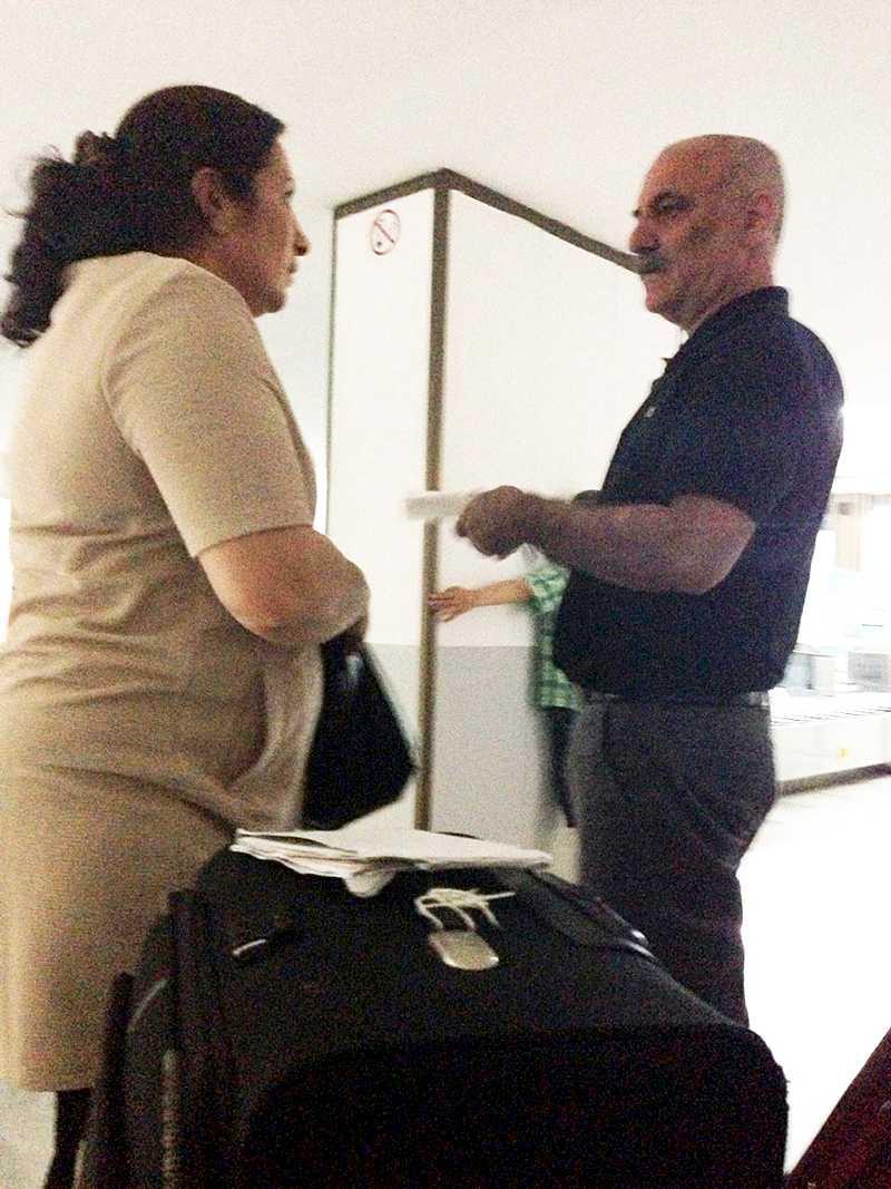 Halef Tak greps i passkontrollen på Varna flygplats kort efter landning. Målet för resan var att fira semester tillsammans med de tre barnen och hustrun Fikriye Tak som här syns på bild.