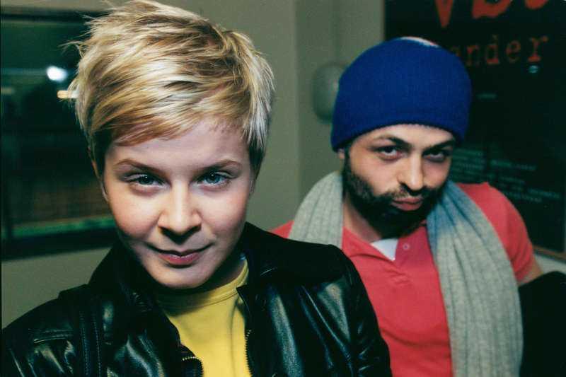 """Robyn och Christian Falk. Först 1999 begick han solodebut. Albumet hette """"Quel Bordel"""" och bland andra Robyn, Neneh Cherry och Stephen Simmonds medverkade på skivan …"""
