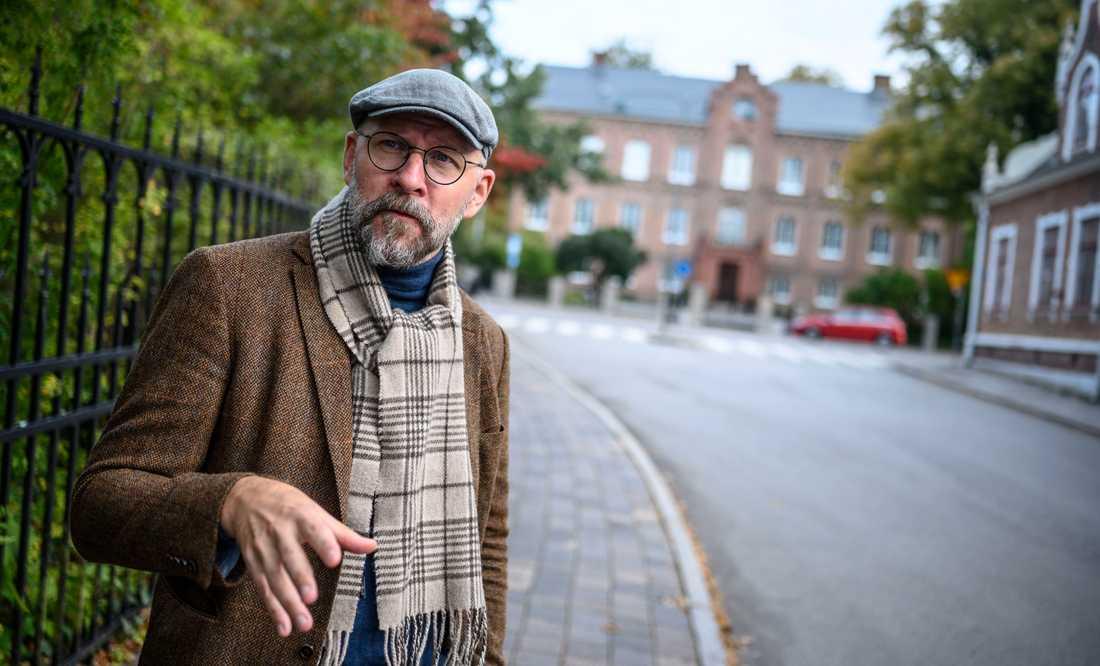 Författaren och radioprataren Kalle Lind säger att den humor som följt med coronavirusets spridning i världen skiljer sig från hur händelse- eller katastrofhumor annars brukar se ut och utvecklas över tid. Arkivbild.