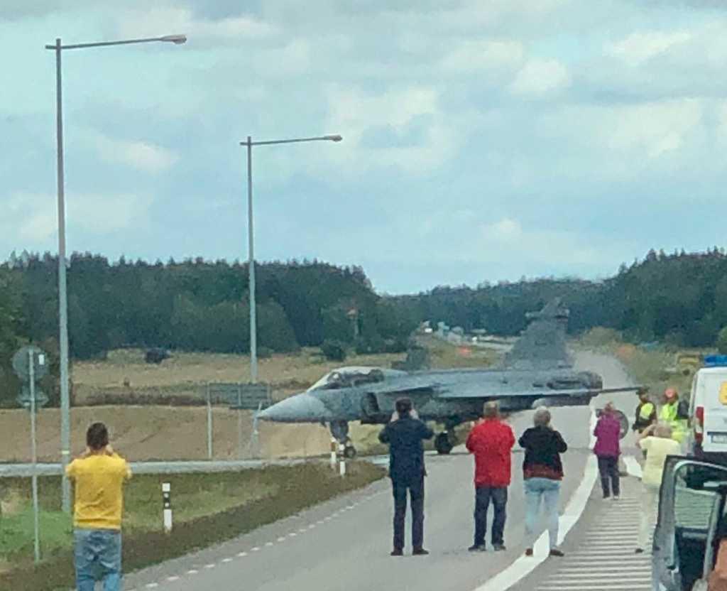Det var Skaraborgs flygflottilj F 7 som hade en övning.