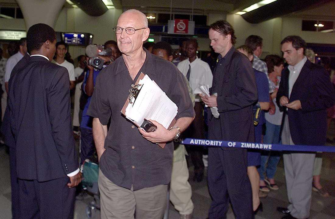 Som chef för EU:s valobservatörer i Zimbabwe 2000 och 2004 utvisades Pierre Schori av envåldshärskaren Robert Mugabe.