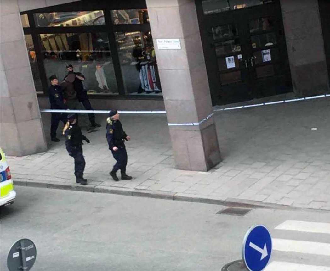 Här grips en misstänkt efter attacken i Stockholm.