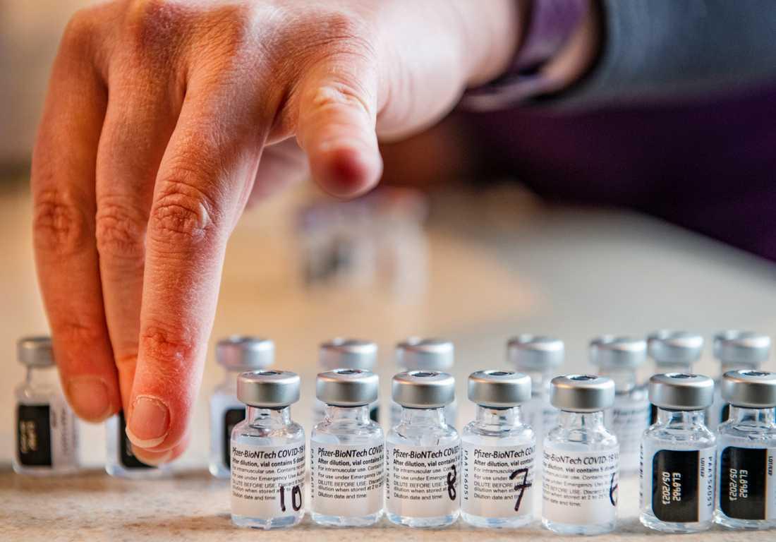 Pfizer uppgraderar produktionsanläggningarna för att öka årstakten av vaccin mot covid-19 per år, vilket tillfälligt slår mot leveransvolymerna. Arkivbild.
